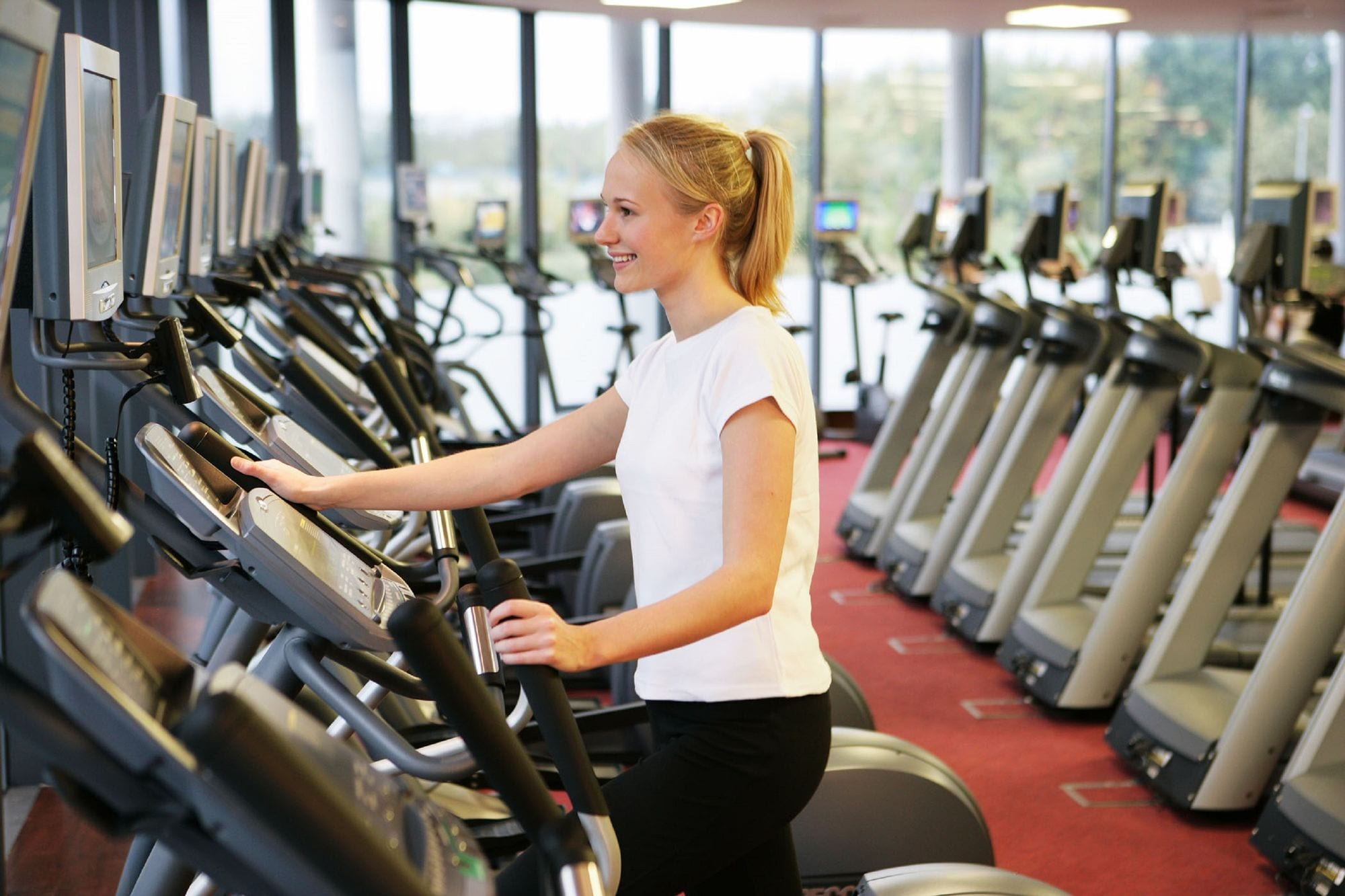 gym_member_working_out_in_Club_Vitae_at_Clayton_Hotel_Liffey_Valley