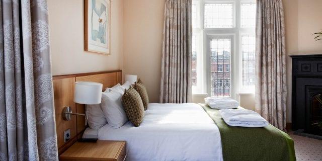 standard hotel room london