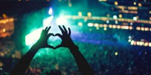 heart sign in concert